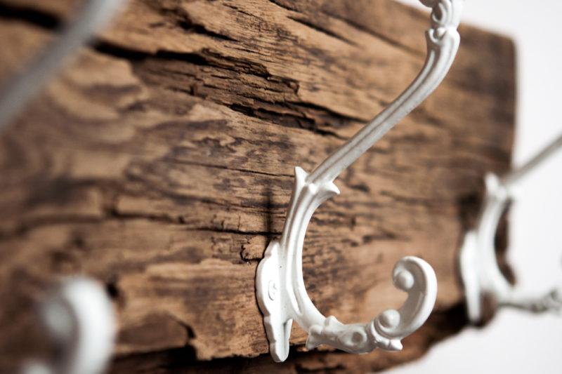 Garderobe aus Holzresten im Landhausstil selbstgemacht – DIY